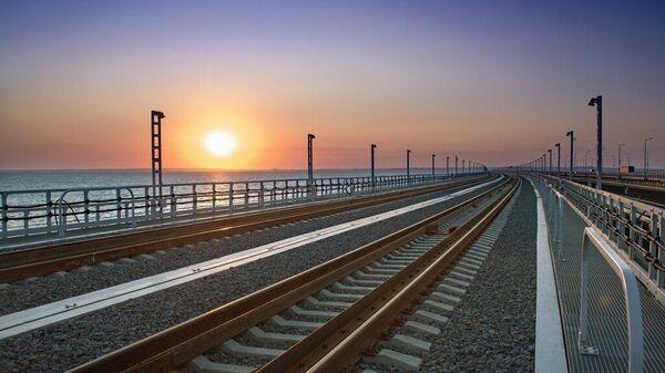 Железная дорога через Крымский мост