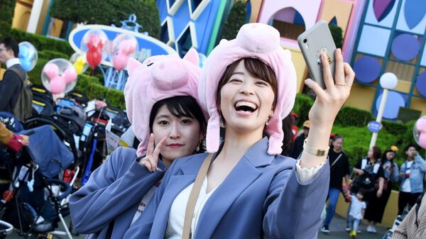 Посетители Токийского диснейленда