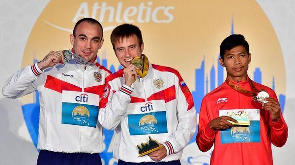 Андрей Вдовин (по центру)