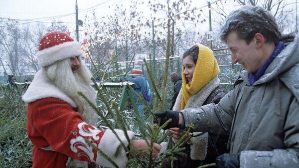 Дед Мороз на елочном базаре
