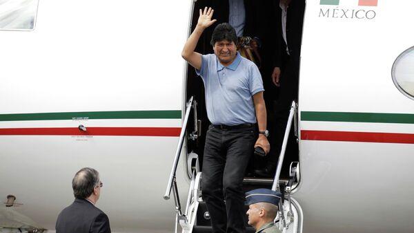 Свергнутый президент Боливии Эво Моралес во время прибытия в Мексику