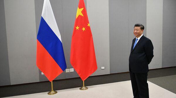 Председатель КНР Си Цзиньпин перед встречей с президентом России Владимиром Путиным