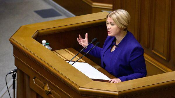Депутат партии Европейская Солидарность Ирина Геращенко выступает на заседании Верховной рады Украины в Киеве