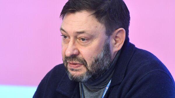 Кирилл Вышинский во время пресс-конференции на тему: Команда Зеленского объявляет охоту на ведьм