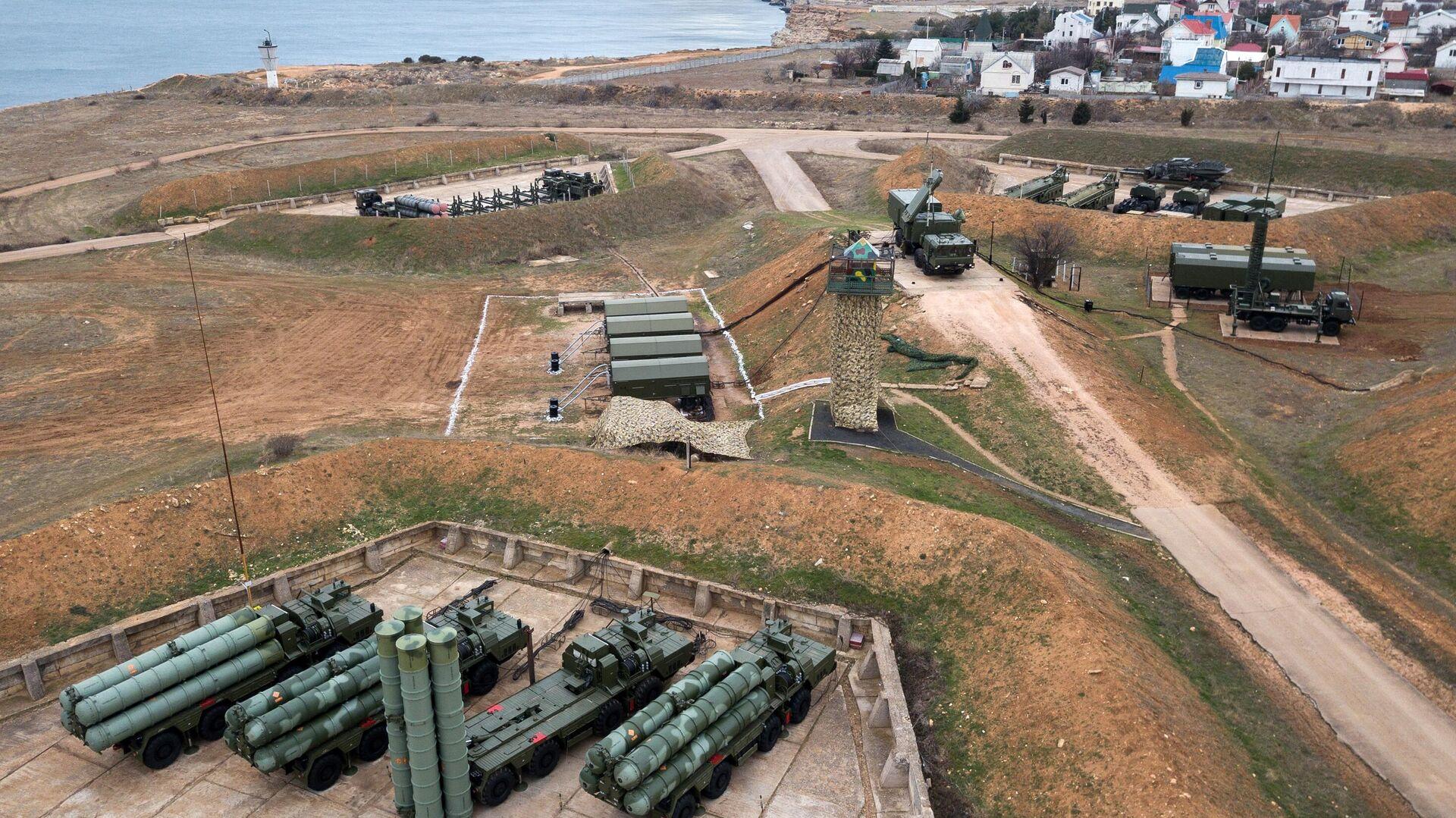 Комплекс ПВО С-400 Триумф заступил на боевое дежурство в Севастополе - РИА Новости, 1920, 29.08.2021
