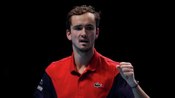 Даниил Медведев (Россия) в матче одиночного разряда против Александра Зверева (Германия) на итоговом турнире Ассоциации теннисистов-профессионалов (АТР) в Лондоне.