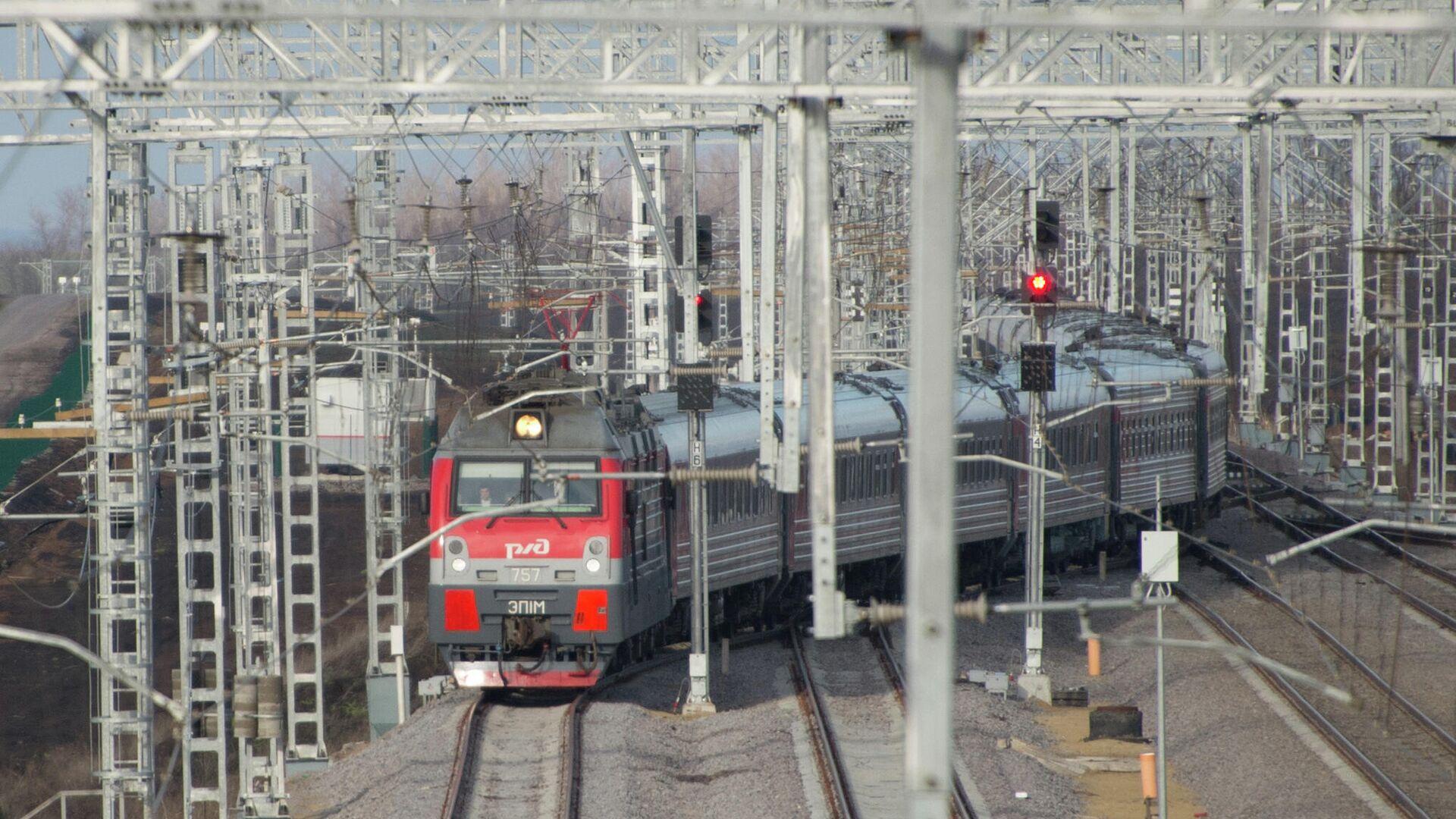 Пассажирский поезд - РИА Новости, 1920, 31.07.2021