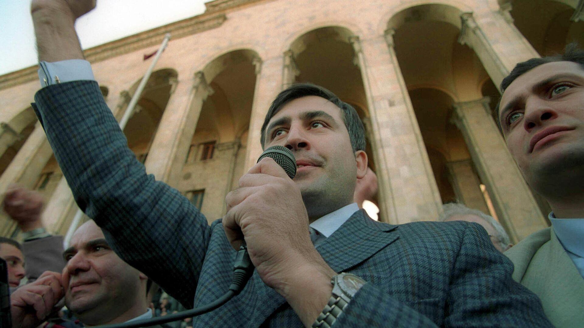 Михаил Саакашвили на митинге 22-23 ноября 2003 года в Тбилиси - РИА Новости, 1920, 23.09.2021
