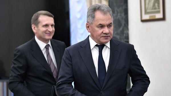 Нарышкин передал Шойгу карту разведчика Зорге