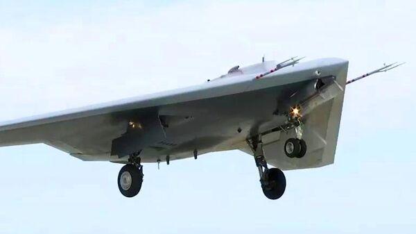 Новейший ударный беспилотник Охотник совершил первый совместный полет с Су-57