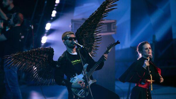 Рэпер Noize MC выступают на концерте-поединке Red Bull SoundClash в спортивном комплексе ЦСКА-Арена в Москве
