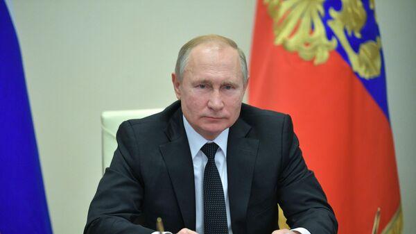Владимир Путин принимает участие в режиме телемоста во Всероссийском открытом уроке Школа завтрашнего дня, который проходит в рамках Форума профессиональной навигации ПроеКториЯ
