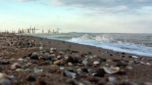 Побережье Азовского моря в Мариуполе