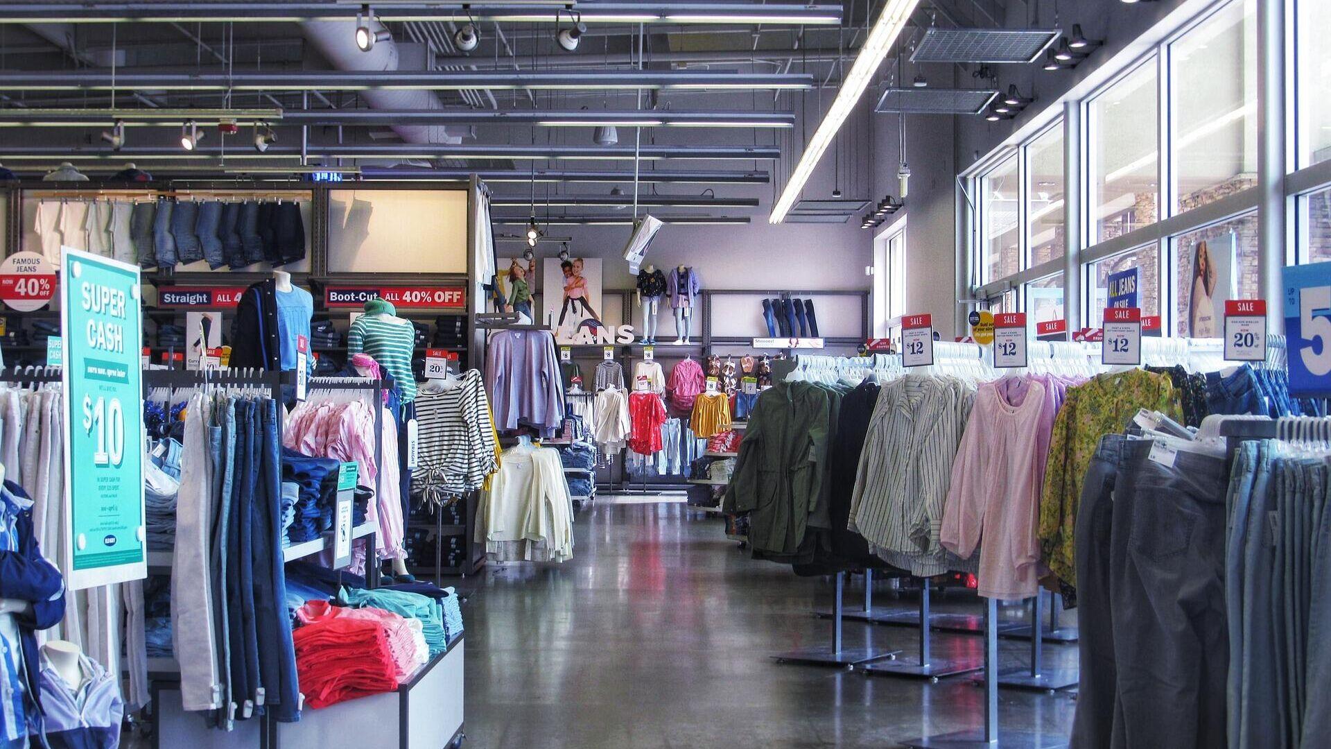 Эксперт предупредил о возможном росте цен на одежду в России