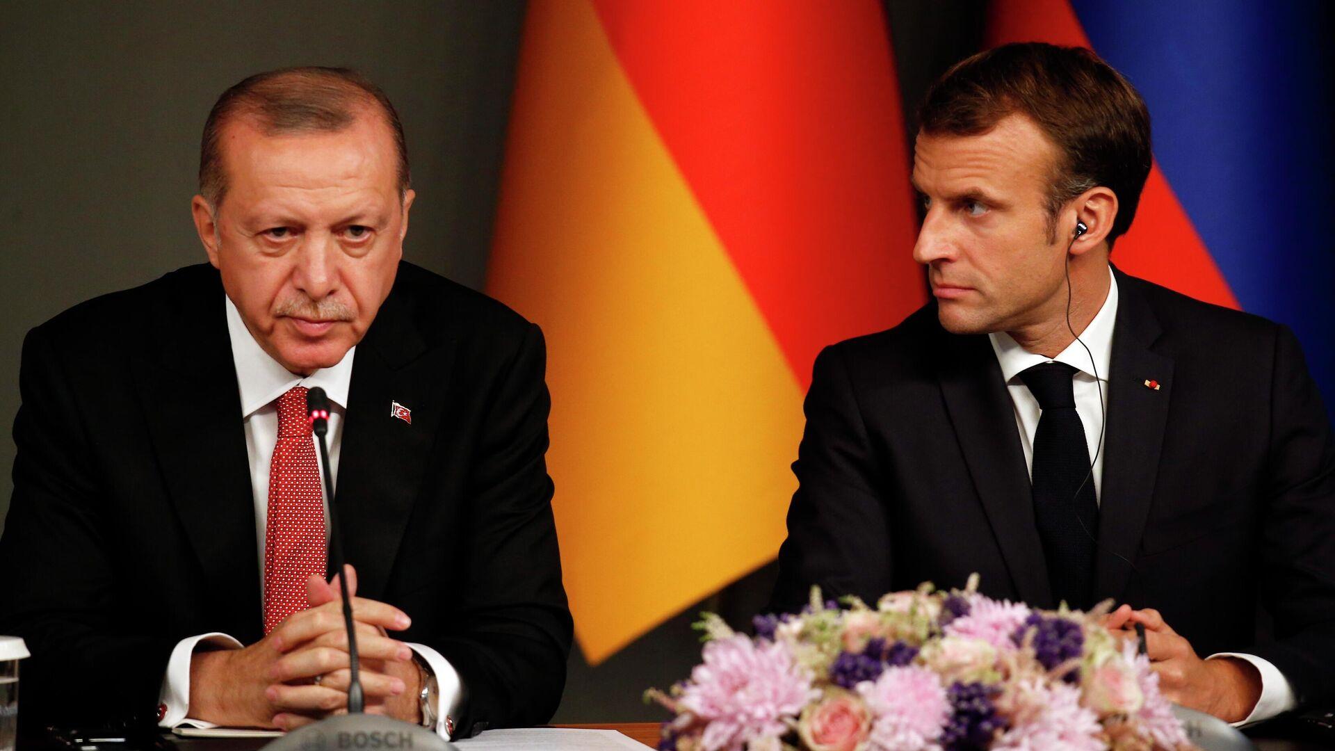 Президент Турции Реджеп Тайип Эрдоган и президент Франции Эммануэль Макрон - РИА Новости, 1920, 24.10.2020