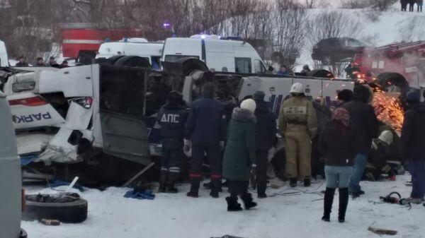Пассажирский автобус, упавший с моста в Забайкальском крае