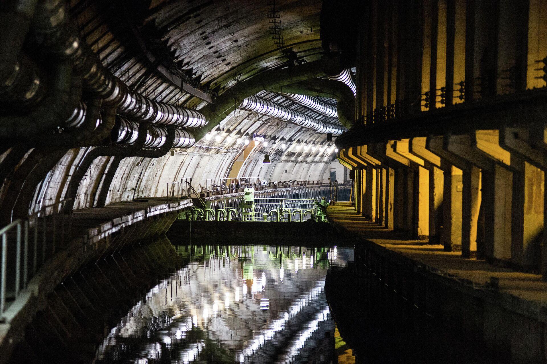 Сохранившиеся коммуникации в подземном канале объекта 825 ГТС в Балаклаве - РИА Новости, 1920, 20.10.2020