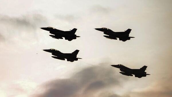 Истребители F16 турецких и польских военно-воздушных сил во время саммита НАТО в Варшаве
