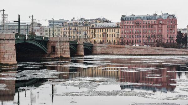 Вид на Биржевой мост и Петроградскую сторону