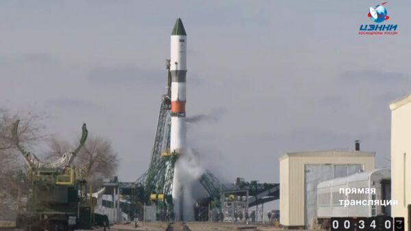 Ракета-носитель Союз-2.1а с грузовым кораблем Прогресс МС-13 перед стартом. Стоп-кадр прямой трансляции