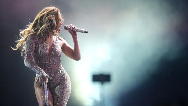 Американская певица Дженнифер Лопес