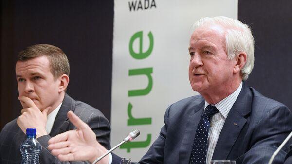Министр спорта и туризма Польши, кандидат на пост нового президента Всемирного антидопингового агентства Витольд Банька и президент Всемирного антидопингового агентства Крейг Риди на пресс-конференции