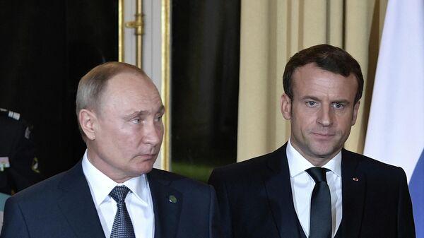 Президенты России и Франции Владимир Путин и Эммануэль Макрон