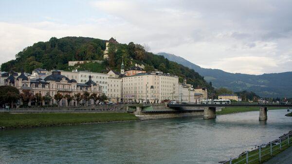 Вид на город и реку Зальцах