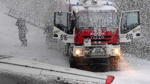 Сотрудники аварийно-спасательной службы