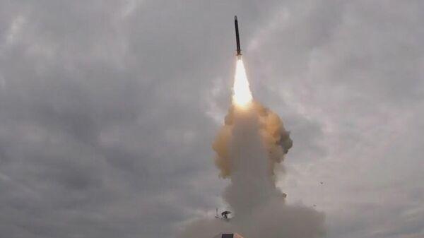 Пуск крылатой ракеты Калибр фрегатом Адмирал Эссен ВМФ России
