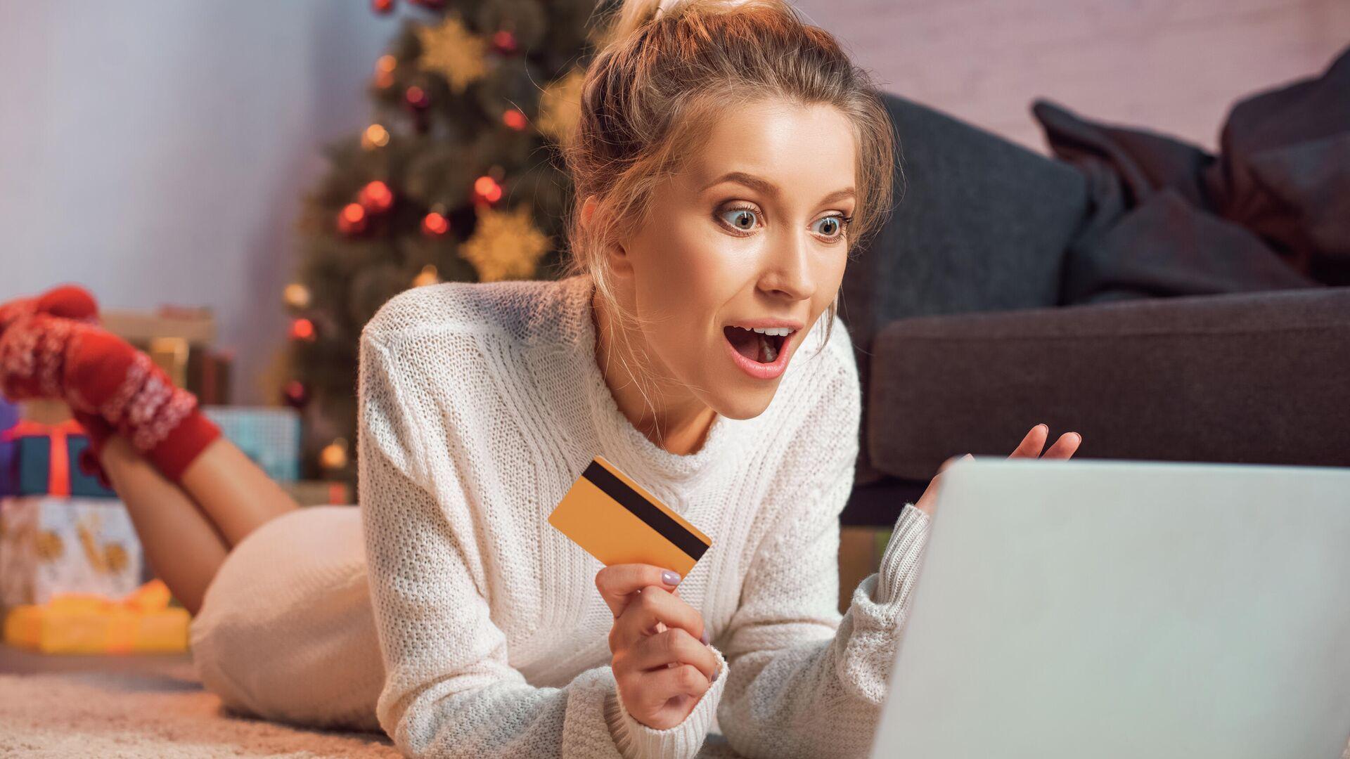 Девушка делает онлайн-покупки - РИА Новости, 1920, 09.12.2020