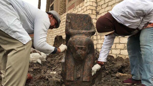 Археологи обнаружили в Египте статую Рамзеса II