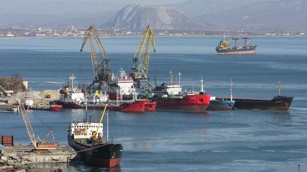 Корабли в порту Находка в Приморском крае