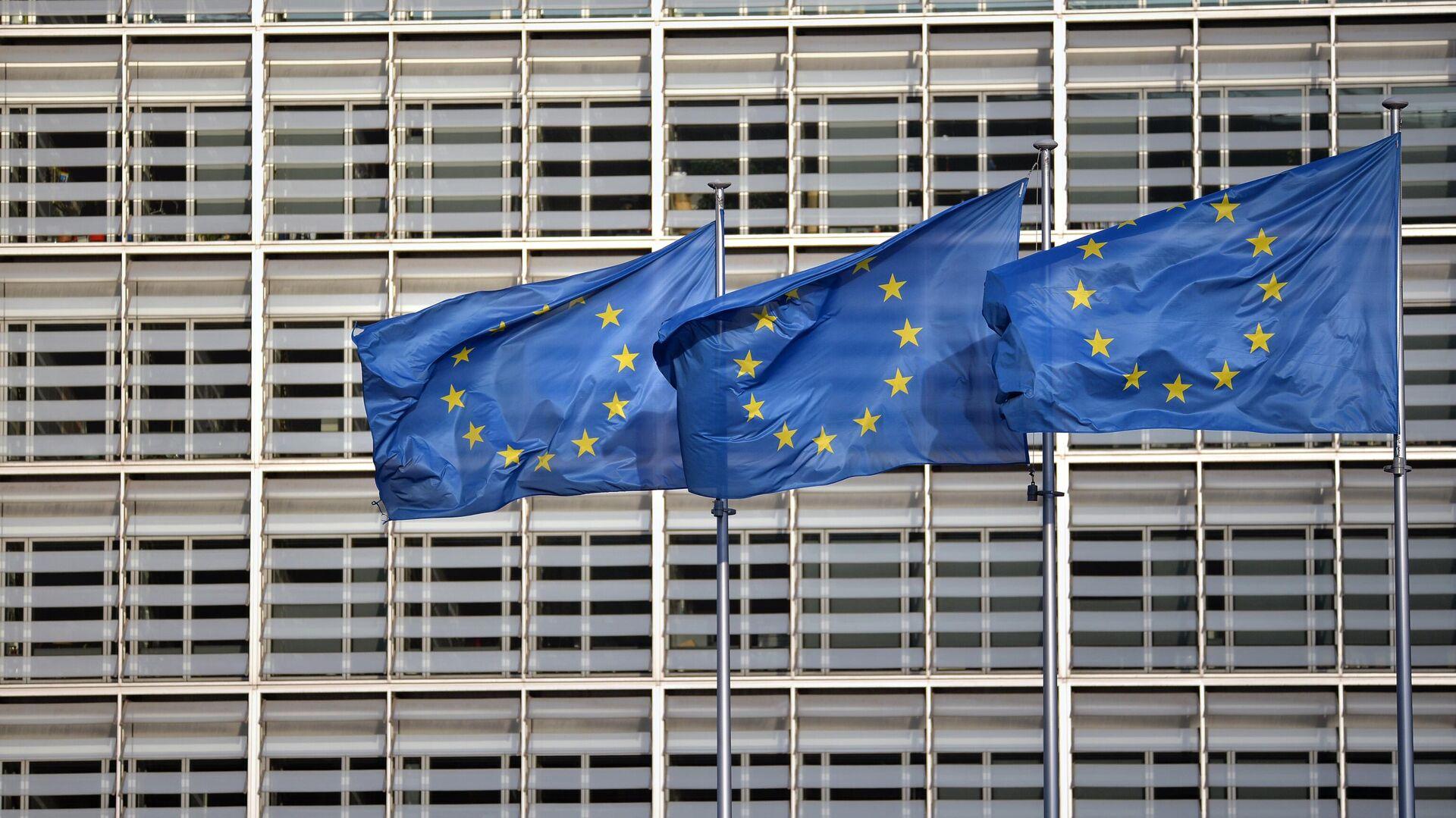Флаги ЕС на фоне здания Европейского совета - РИА Новости, 1920, 14.10.2020