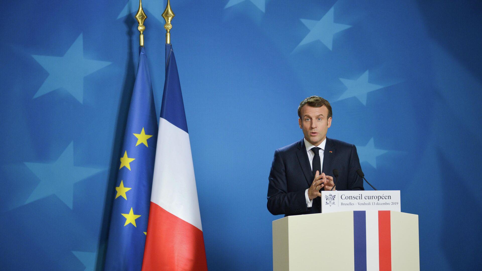 Президент Франции Эммануэль Макрон выступает на саммите глав государств и правительств Евросоюза в Брюсселе - РИА Новости, 1920, 18.04.2021