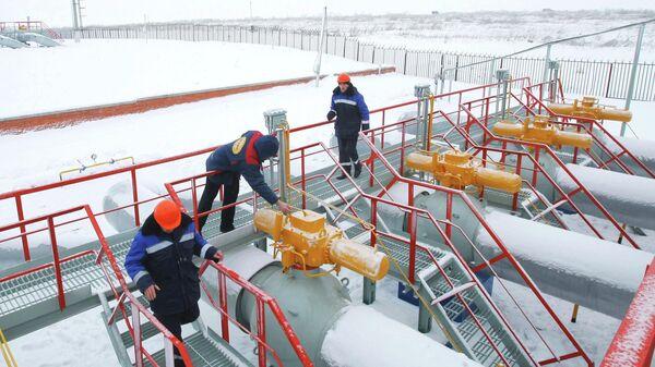 Рабочие на газоизмерительной станции