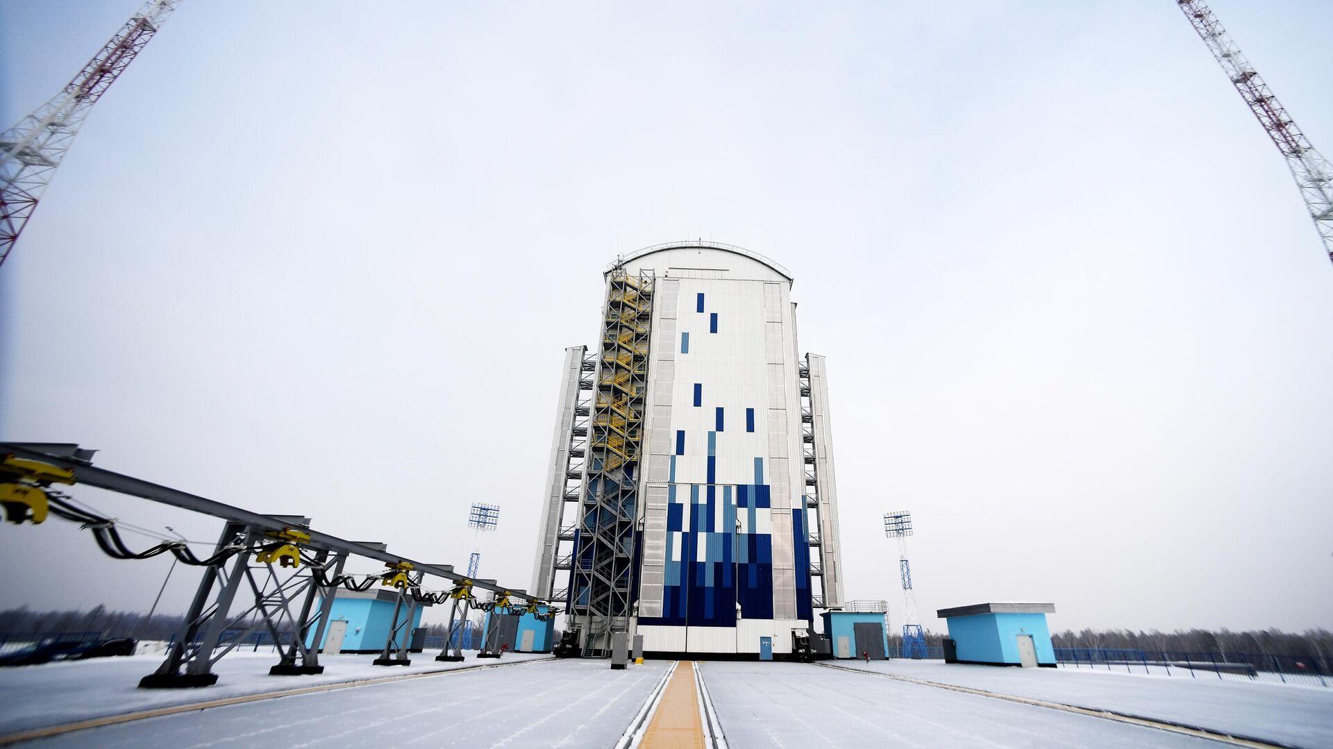 Мобильная башня обслуживания стартового комплекса РН Союз-2 на космодроме Восточный в Амурской области - РИА Новости, 1920, 18.03.2021