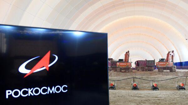 Спецтехника на строительной площадке стартового стола КРК Ангара космодрома Восточный