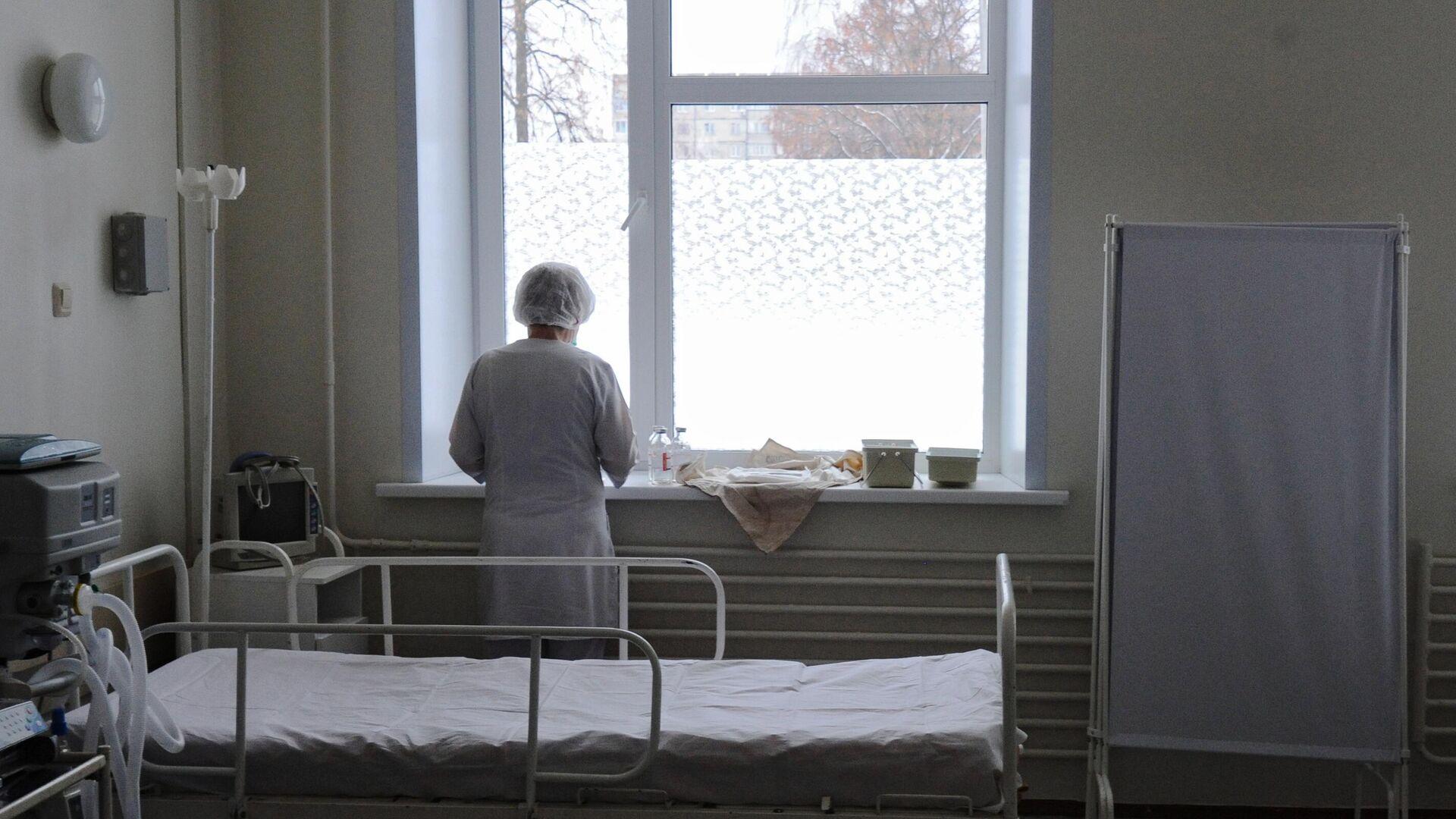 Медицинская сестра в больничной палате - РИА Новости, 1920, 21.08.2020