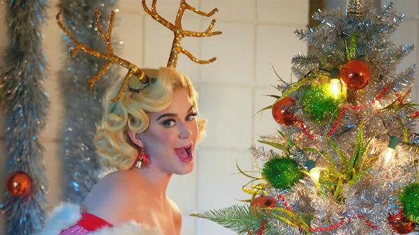 Стоп-кадр клипа Katy Perry - Cozy Little Christmas