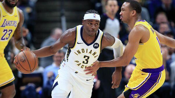 Игрок Индианы Пэйсерс Аарон Холидей (3) в матче НБА с Лос-Анджелес Лейкерс