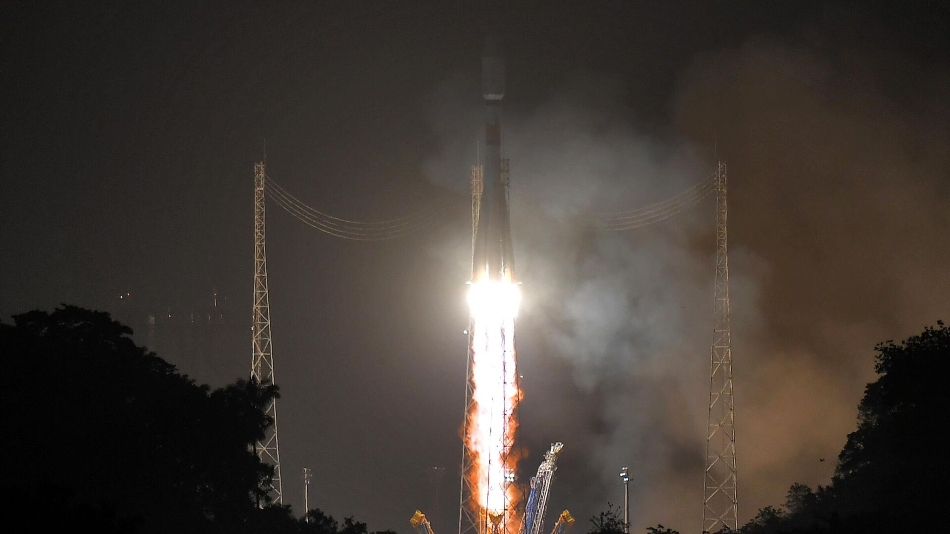 Запуск ракеты-носителя Союз-СТ с космодрома Куру во Французской Гвиане - РИА Новости, 1920, 28.11.2020