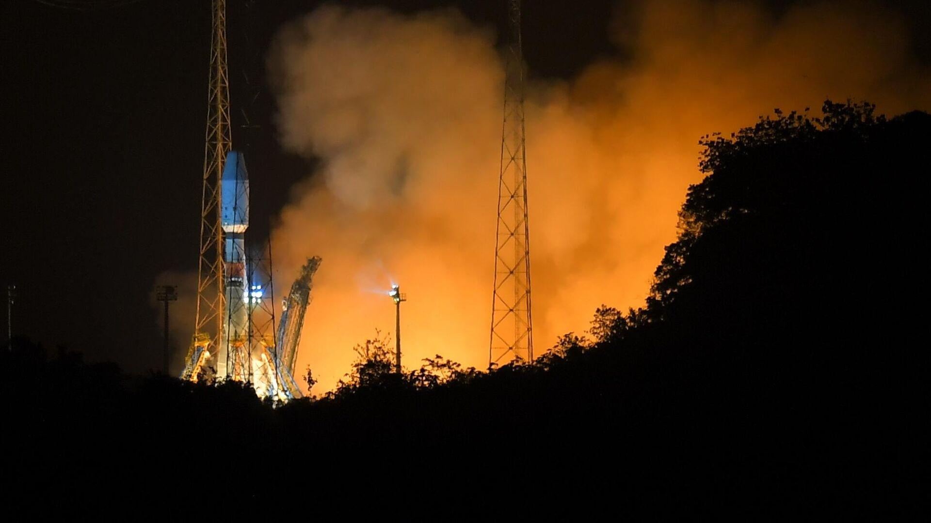 Запуск ракеты-носителя Союз-СТ с космодрома Куру во Французской Гвиане - РИА Новости, 1920, 22.09.2020