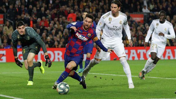 Игровой момент матча Барселона - Реал