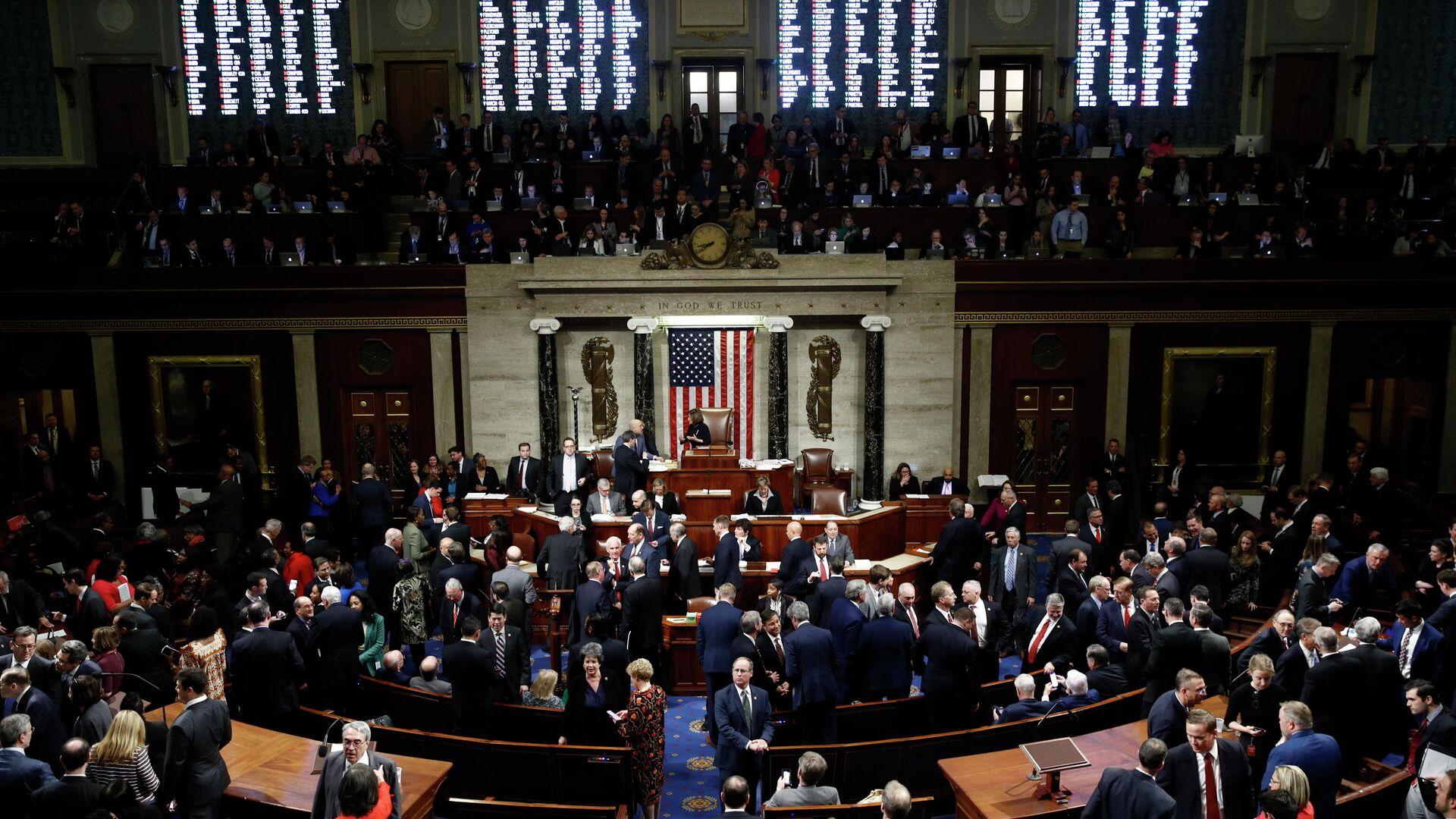 Члены Палаты представителей Конгресса США во время голосования по импичменту Дональда Трампа. 18 декабря 2019 - РИА Новости, 1920, 24.09.2021