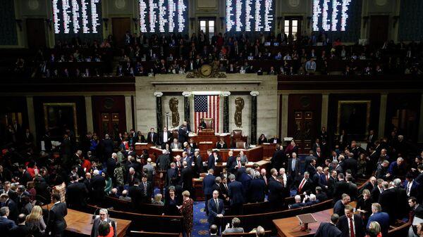 Члены Палаты представителей Конгресса США во время голосования по импичменту Дональда Трампа. 18 декабря 2019