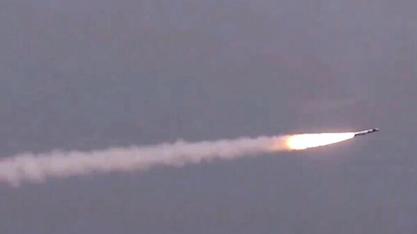 Испытания сверхзвуковой крылатой российско-индийской ракеты BrahMos. Стоп-кадр видео ВВС Индии