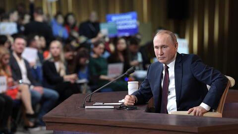 Президент РФ Владимир Путин на большой ежегодной пресс-конференции в Центре международной торговли на Красной Пресн