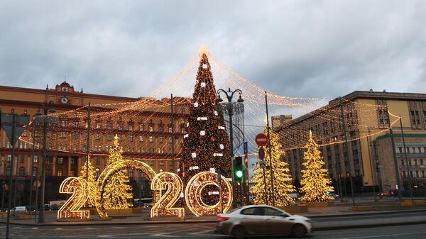 Световая иллюминация на Лубянской площади в Москве