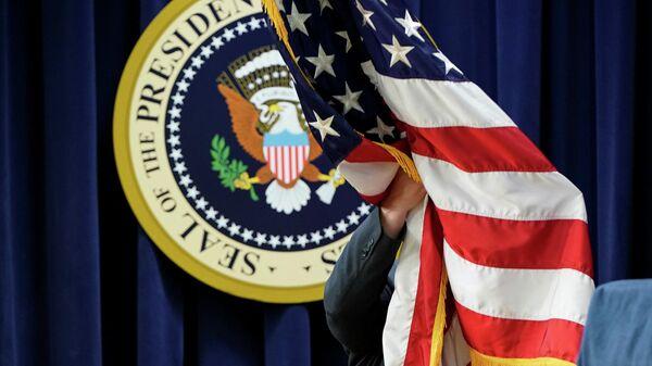 Флаг США в Белом доме